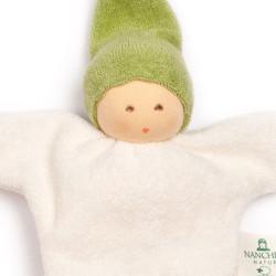 Muñeco Nucki de algodón orgánico verde con cascabel