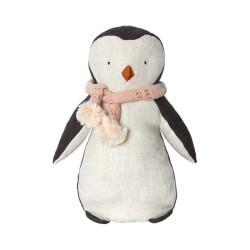 Pingüino de peluche con bufanda rosa