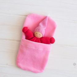 Muñeco Wichtel con saquito de dormir de algodón orgánico