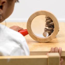 Lupa de mano grande de madera