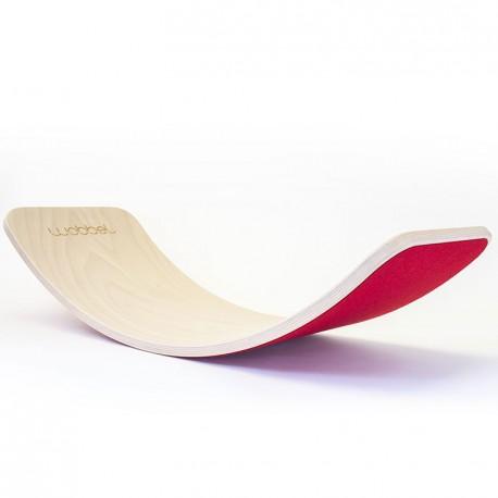 Wobbel Board Original - tabla curva de madera lacada transparente con fieltro rojo