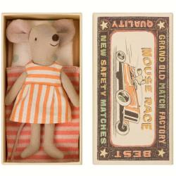 Ratoncita Hermana Mayor en caja de cerillas cama