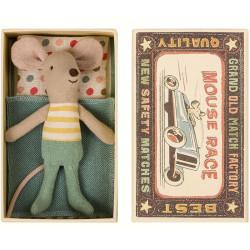 Ratoncito Hermano Pequeño en caja de cerillas cama