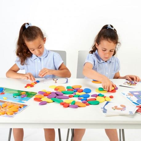 Pedres trontollants de goma en colors arc de Sant Martí amb plantilles - Set per a l'aula