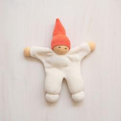 Muñeco Nucki de algodón orgánico rojo con cascabel