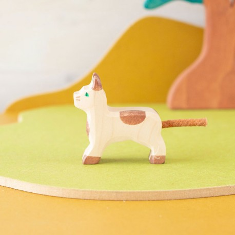 Gato de pie - animal de madera