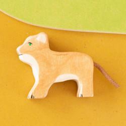 León pequeño - animal de madera