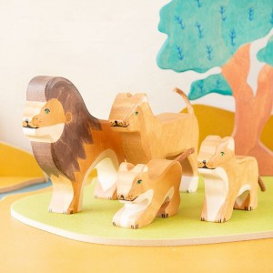 León - animal de madera