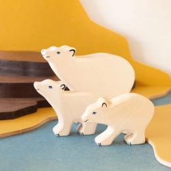 Oso Polar pequeño con la cabeza alta - animal de madera