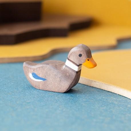 Pato nadando - animal de madera