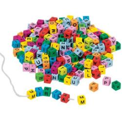 Cubos con letras de colores