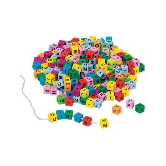 325 cubos con letras de colores